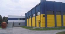 Szkoła podstawowa w Jarostach - wybudowana z materiałów budowlanych cegielni Michałów.