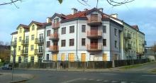 Budynek handlowo-usługowy w Piotrkowie Tryb. przy ul. Wojska Polskiego.
